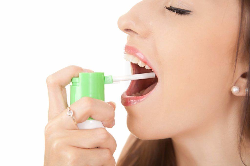 Аэрозоль - одна из самых удобных форм выпуска препаратов от горла