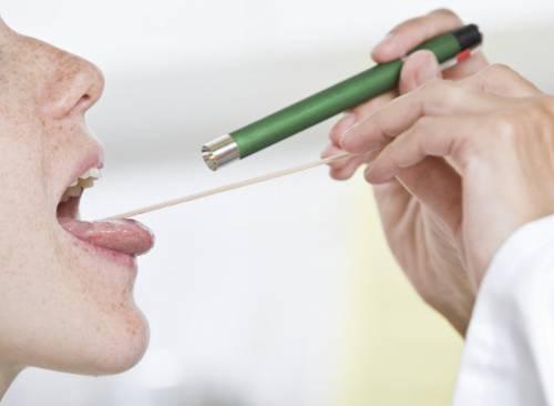 Каждый пятый случай неприятного запаха изо рта связан с заболеваниями горла