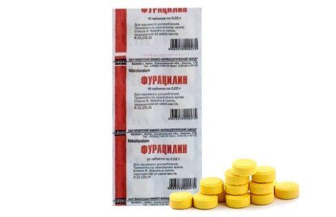 На фото – таблетки Фурацилина с дозировкой 20 мг. Именно их обычно используют для полоскания горла