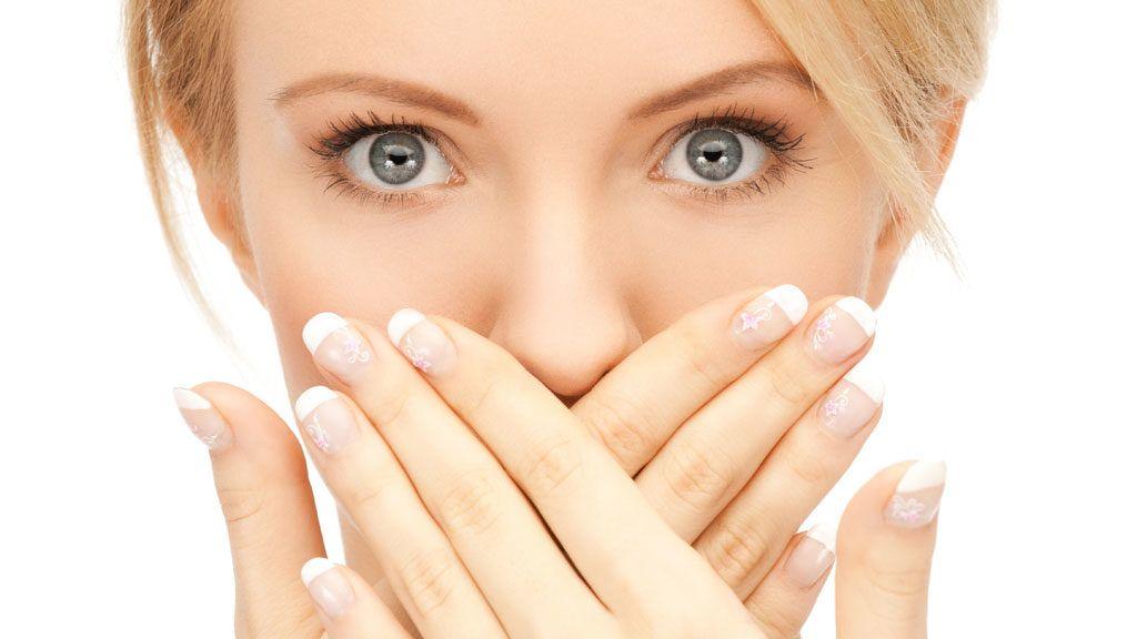 Неприятно пахнет изо рта – надо разобраться в причине