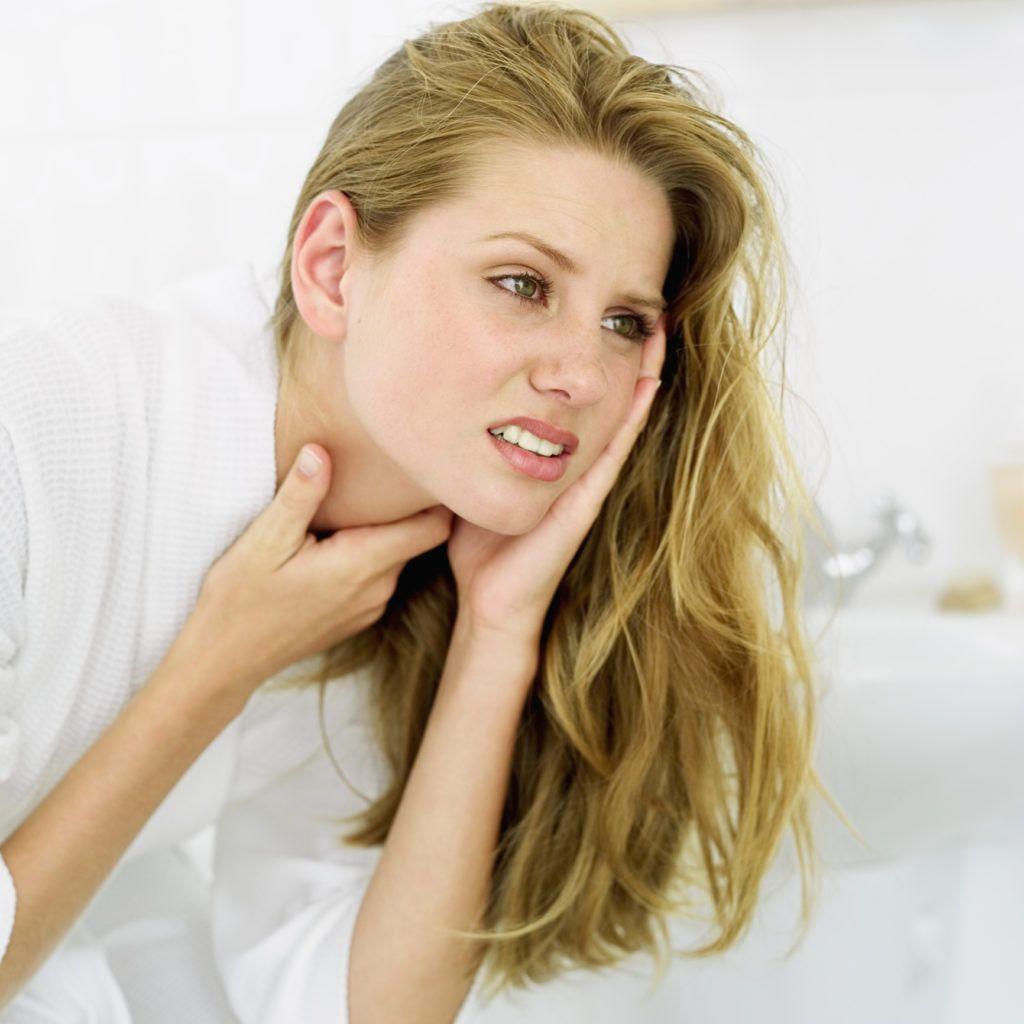 Одним из самых популярных препаратов остается Фурацилин: применение при боли горле лекарства позволяет быстро справиться с инфекцией