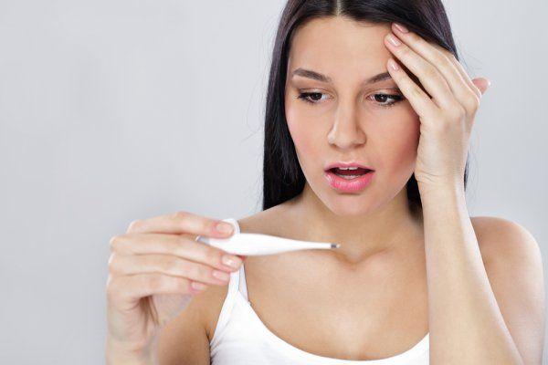 при обострении хронического тонзиллита и при менструации в связи с изменением иммунологической реактивности и гормонального статуса.
