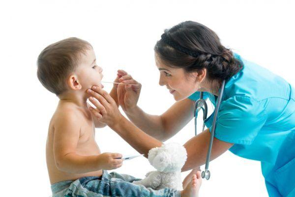Своевременная диагностика заболевания и правильное лечение герпесной ангины у детей значительно быстрее избавит малыша от неприятных проявлений болезни