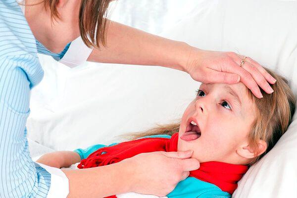 Типичный вид ребенка,больного ангиной