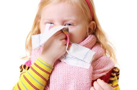 Бесконечные простуды – одно из осложнений увеличения глоточных миндалин