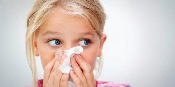 Для аденоидита характерно острое начало болезни с быстрым развитием сухого навязчивого кашля и длительное, часто осложненное течение вирусной инфекции или простуды