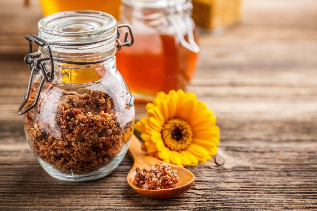 Для приготовления целебных средств необходимо использовать только качественное растительное сырье (собранное и высушенное самостоятельно или приобретенное в аптечной сети), а также свежие овощи, ягоды и фрукты, продукты пчеловодства и масла