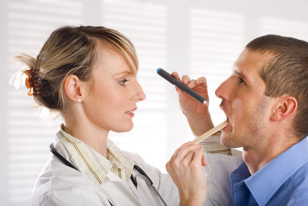 Инфекция в ротоглотке может проникнуть в кровеносное русло и вызвать серьезные осложнения