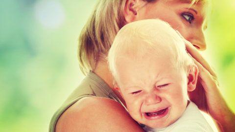 Когда у малыша болит горло, а ребенку всего 1 год, главное - не паниковать, а лечить.