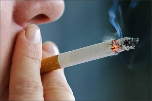 Курение – самая распространенная причина ларингита у взрослых