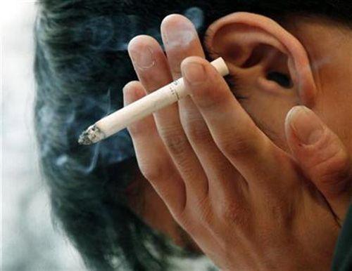 Курение является наиболее частой причиной рака горла и гортани