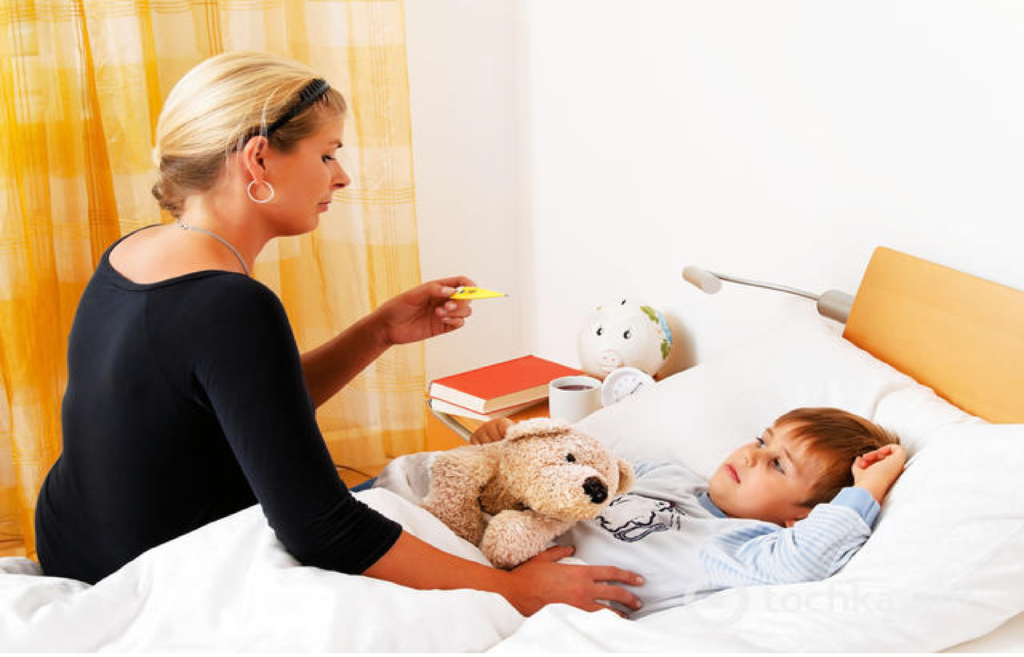 Лакунарная ангина характеризуется лихорадкой с повышение температуры до высоких цифр с ознобом, сильными головными болями, общей слабостью и вялостью