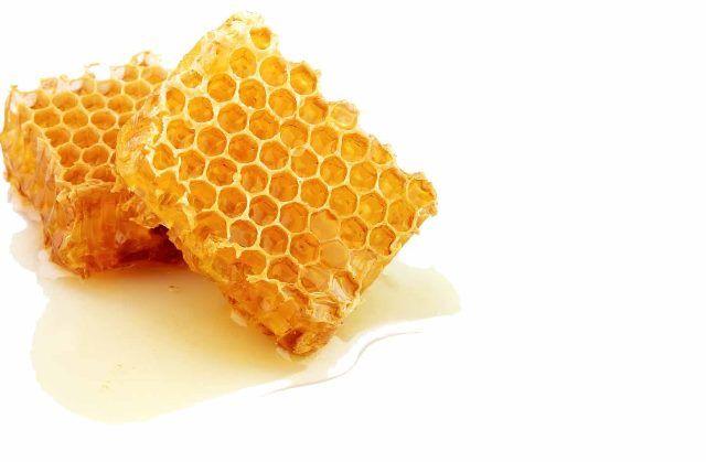 Медовые соты помогают при раздражении горла