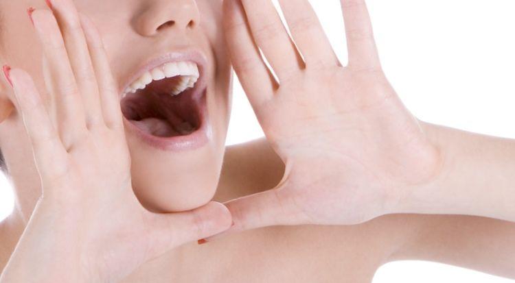 Охриплость голоса вплоть до афонии может быть первым симптомом рака гортани.