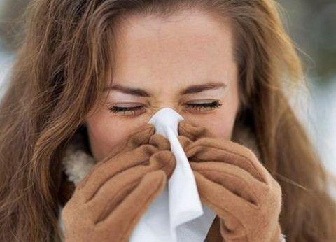 Патология полости носа и околоносовых пазух считается одной из частых причин постоянного нахождения слизи в горле