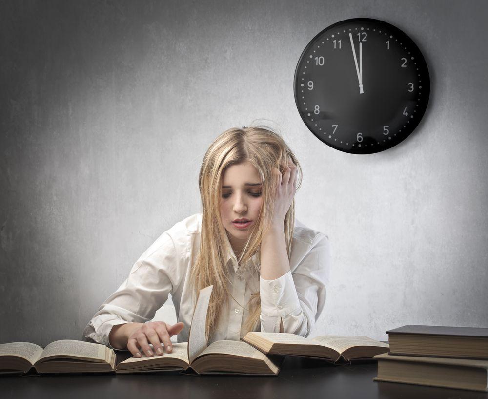 Переутомление или длительное недосыпание как причина комка в горле.