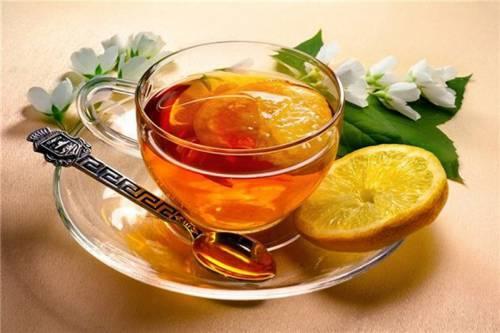 Пейте больше жидкости, чтобы смягчить горло
