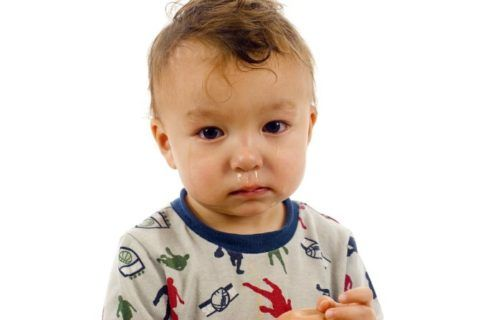 Постоянный насморк тоже может быть признаком аденоидов
