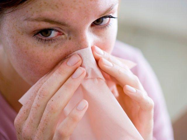 Появление симптомов, указывающих на наличие золотистого стафилококка в носоглотке, требует немедленного назначения терапии