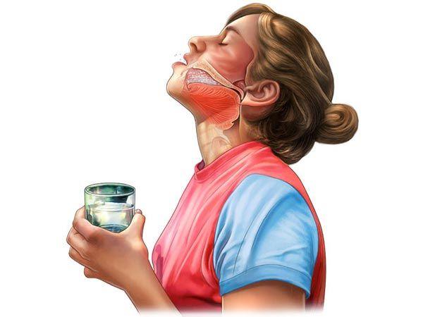 При правильном выполнении процедуры раствор для полоскания омывает даже труднодоступные участки ротоглотки