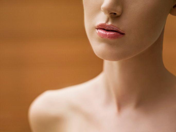 Причины ощущения в горле комка: почему иногда так тяжело проглотить слюну?