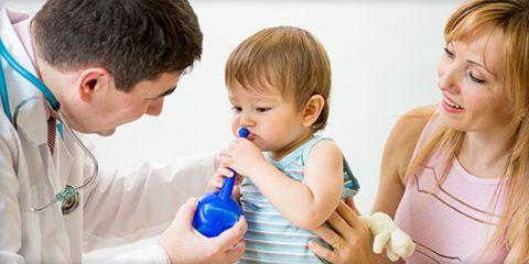 Промывание носа - важный этап лечения воспаления аденоидов