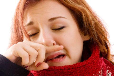 Слизь в гортани может сопровождаться симптомами ОРВИ