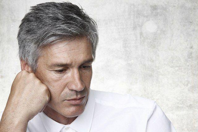 Типичный пациент с хроническим ларингитом – курящий мужчина средних лет