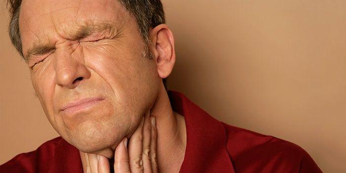 В этой статье мы рассказываем, как обрабатывать горло Люголем правильно, и какие существуют нюансы процедуры