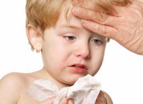 Вирусная ангина и лечение у детей острого тонзиллита зависит от эффективности назначенных лекарственных средств - цена препаратов в большинстве случаев значительно не влияет на скорость избавления малыша от неприятных симптомов болезни