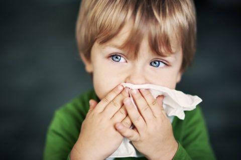Активное разрастание аденоидов связано с их защитной функцией и постоянным контактом дыхательной системы малыша с агрессивными факторами окружающей среды