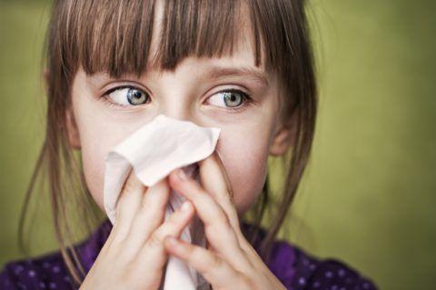 Часто помимо фарингита аллергия провоцирует развитие ринита и конъюнктивита