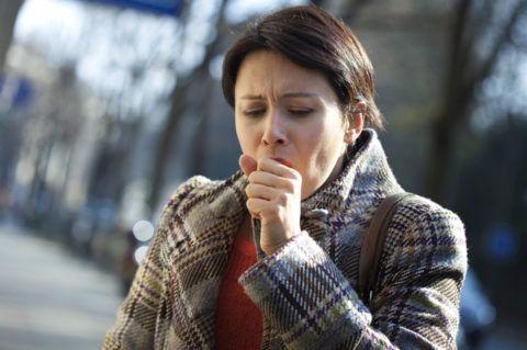 Дискомфорт в горле и пешение тревожит людей в основном в пик сезонных инфекций.