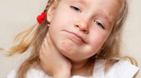 Если красное рыхлое горло у ребенка и сопровождается болью при глотании – это повод обратиться к врачу.