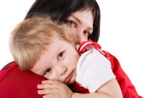 Фарингит у детей раннего возраста протекает значительно тяжелее с выраженными клиническими проявлениями.