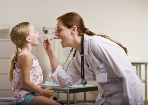 Обследование ребенка врачом-отоларингологом