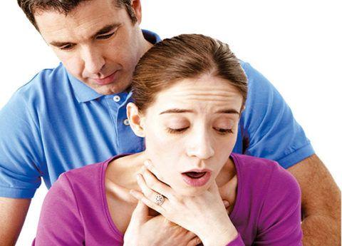 Оказание экстренной помощи при остром удушье пациента.