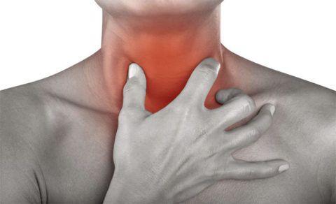 При появлении жжения в горле первоначально необходимо обратиться к терапевту