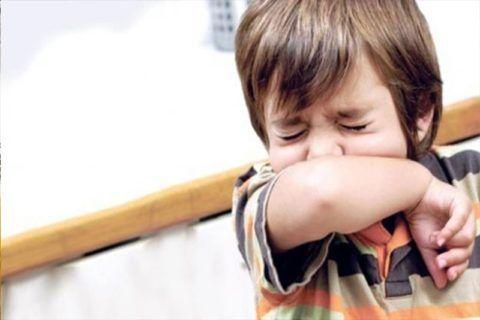 При всех этих патологиях также возникает раздражающий кашель, дерет горло у ребенка, но причины появления этих симптомов не связаны с воспалением носоглотки и ее структур.