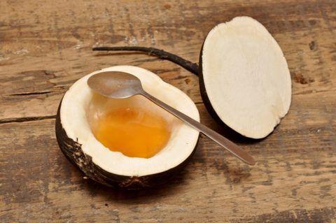 Редька с сахаром или медом – самый известный рецепт для больного горла