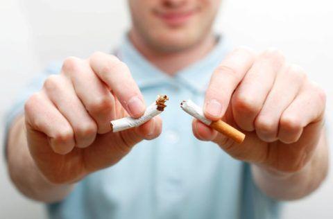 У курильщиков чувство першения – это обычное явление, на которое они обращают внимание уже на поздних сроках развития тяжелых патологий.