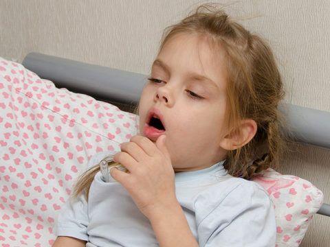 У ребенка сильный горловой кашель, особенно в ночное или утреннее время – немедленно к врачу