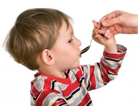 Выбираете, что дать малышу от горла: сироп – лекарство, которое удобно давать детям