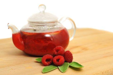Чай с малиной отлично согревает