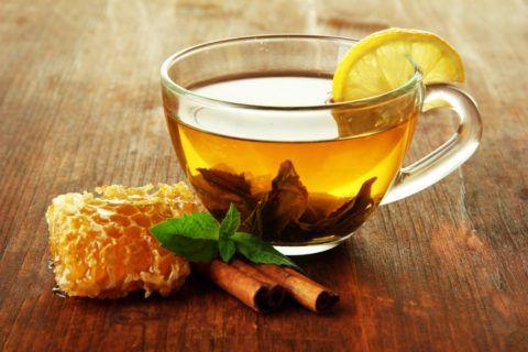 Лимонно-медовый чай облегчает болевые ощущения