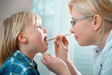 Почему воспаляются аденоиды у детей понять не сложно, ведь детский организм более чувствителен к вирусам и бактериям разного рода