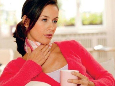 Помимо спиртовых компрессов необходимо использовать и сухие, которые могут выглядеть как обычный шарф.