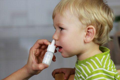 Спреи назначаются для лечения аденоидных разращений, хотя менее эффективны, чем, если применять капли от аденоидов