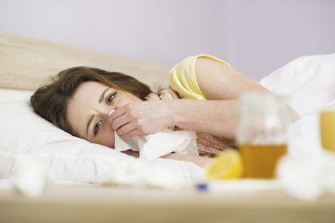 Теплые компрессы хорошо уменьшают боль в горле