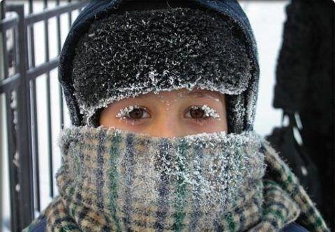 Длительное пребывание на холодном воздухе приводит к появлению ларингитного кашля.